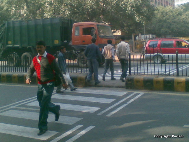 fence breaking at janpath